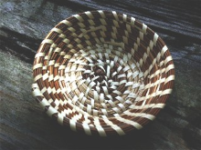 ROUND SWEETGRASS RING BASKET