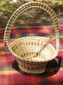 CROSSHANDLE SWEETGRASS BASKET W/ PEDESTAL BASE